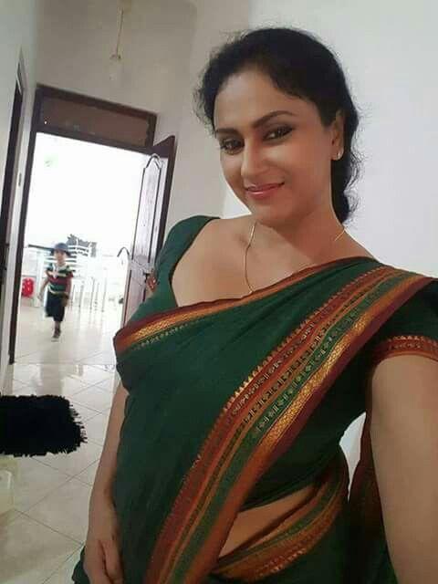 Beautiful aunty indian 1000+ WhatsApp