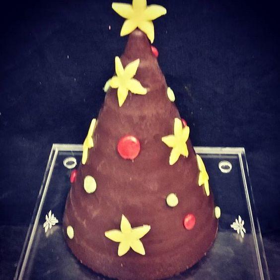 #christmas #valrhona_italy #valrhonachocolate #valrhonausa #christmas #christmastree #christmaseve #myvalrhona #present #highquality