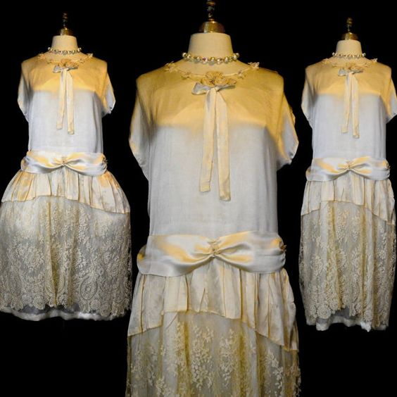 Vintage 20s Wedding Dress M - Ivory Silk - Chantilly Lace - Pannier Slip