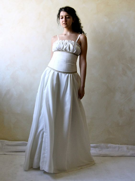 Medieval wedding gown  silk and lace low waist wedding by LoreTree, €420.00