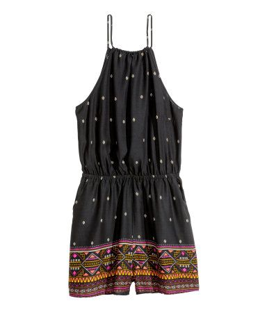 H&M LOVES COACHELLA. Sleeveless jumpsuit in woven viscose fabric with a printed pattern. Drawstring at neckline with ties at back. Elasticized seam at waist, open back, side pockets, and short, wide legs.