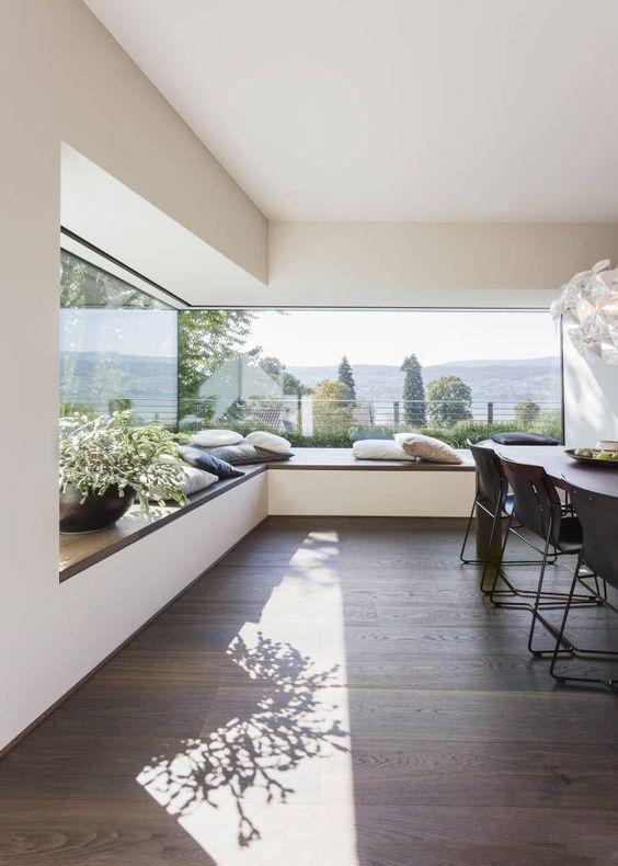 Bancos bajo ventana para disfrutar de las vistas #tapiceria #decoracion #minimalismo