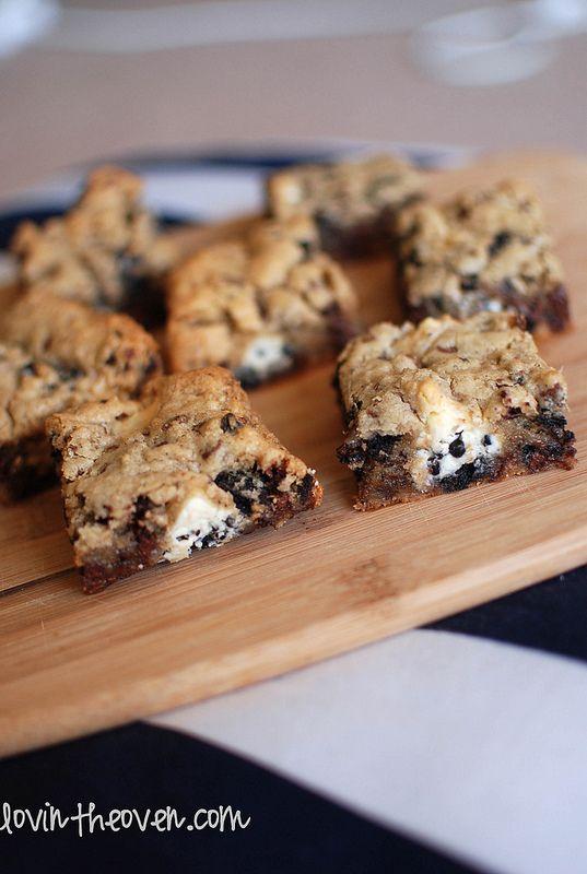 Hershey's Cookies N' Cream Kisses Bars