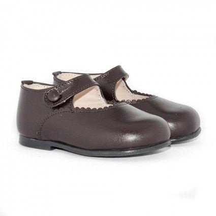 Ideales merceditas para niña en color marrón http://www.minishoes.es/es/merceditas-piel/40-merceditas-piel-boton.html