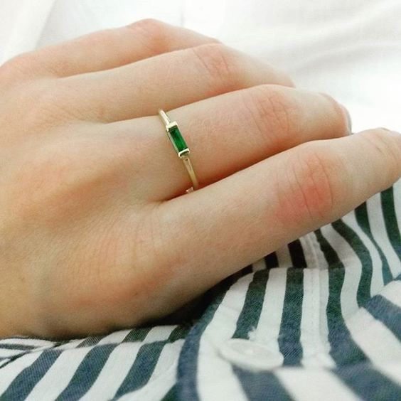 Little flash of green  #emerald #gold #handmade #ring #sarahgreenfinejewellery #sunday #jewelry