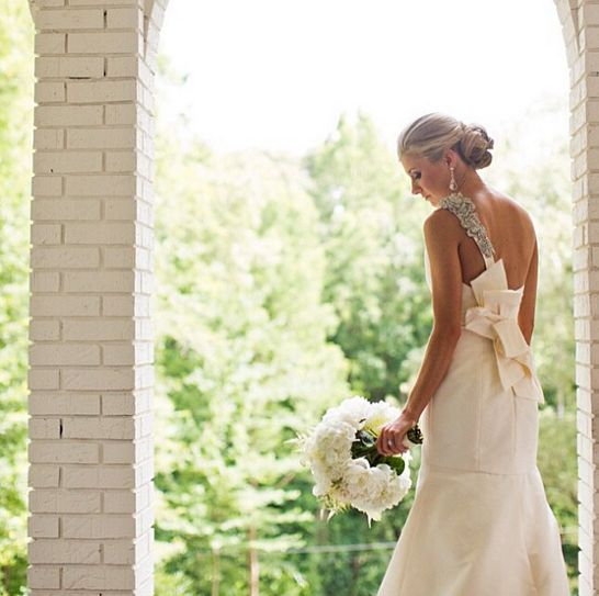 #AmsaleBride stunning in white. Photo by Amanda Suanne Photography
