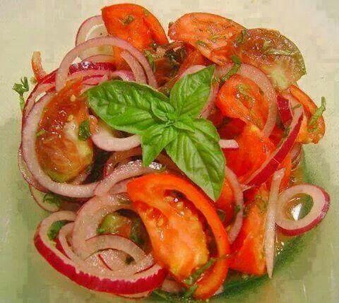 Tomato onion basil
