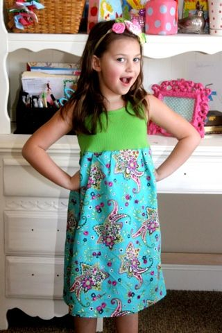 Free little girls dress pattern and tutorial, I think it needs a little more flounce by gathering the fabric at the waist.