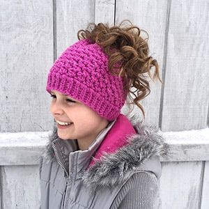 Kaycee Ponytail or Bun Beanie Hat | Featured at Tuesday Treasures #27 via @beckastreasures with @crochetbyjen | #crochet