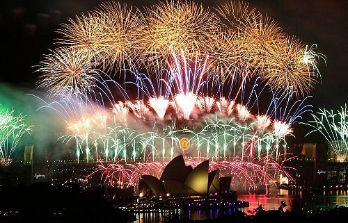 New Year Tradition In Australia New Year S Eve Around The World New Year Fireworks Chinese New Year Fireworks