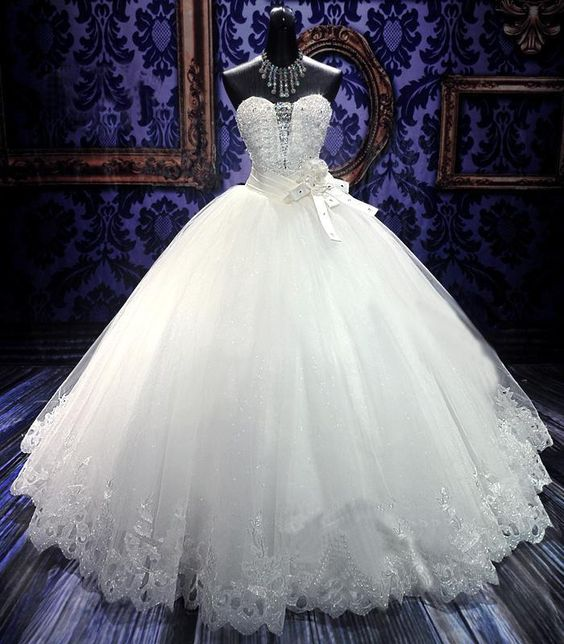 vestidos de novia estilo princesa con velo largo , Buscar con Google