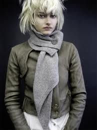 Buttoned scarf.