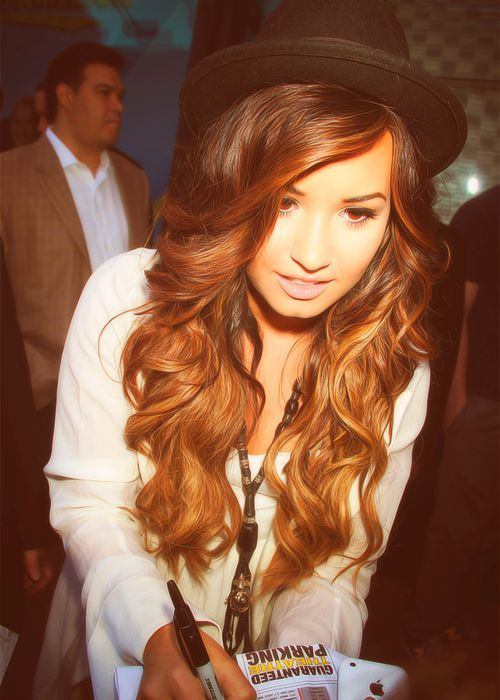 Words cannot describe how badly I want Demi's hair