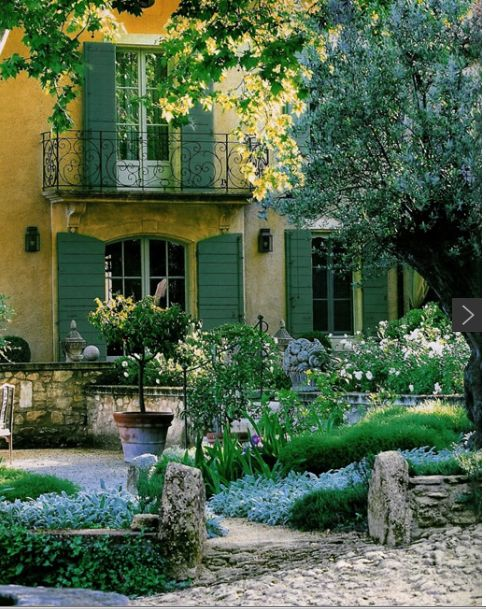 Beautiful Mediterranean house and garden: