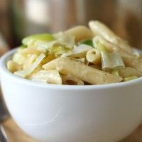 Macaroni cheese with brown butter leeks