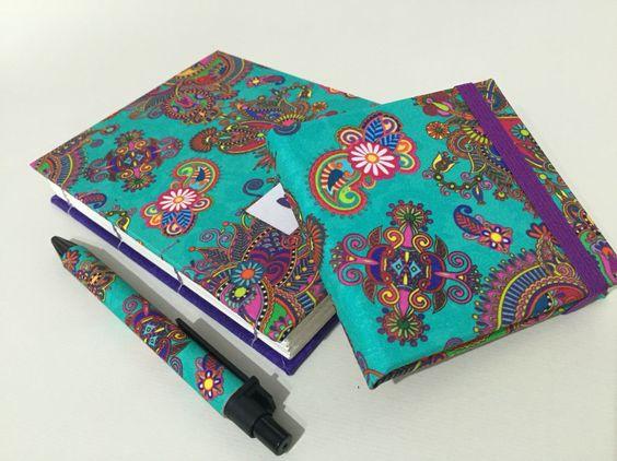 Esse foi, com certeza, um dos tecidos que mais encantaram! E ficou um charme neste kit de caderno e post-it! #kitpapeldasduas #encadernação #bookbinding #handmade #renatablanco @renatablancotecidos