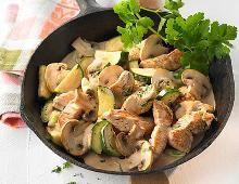 Putenpfanne mit Zucchini und Champignons