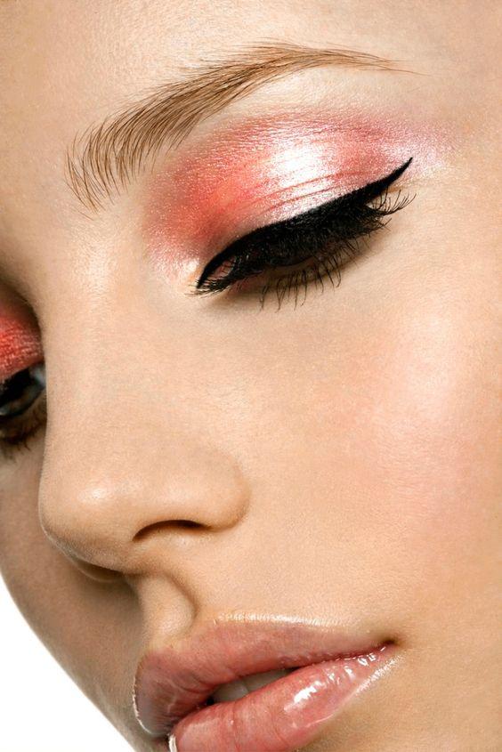 Peachy Make-Up