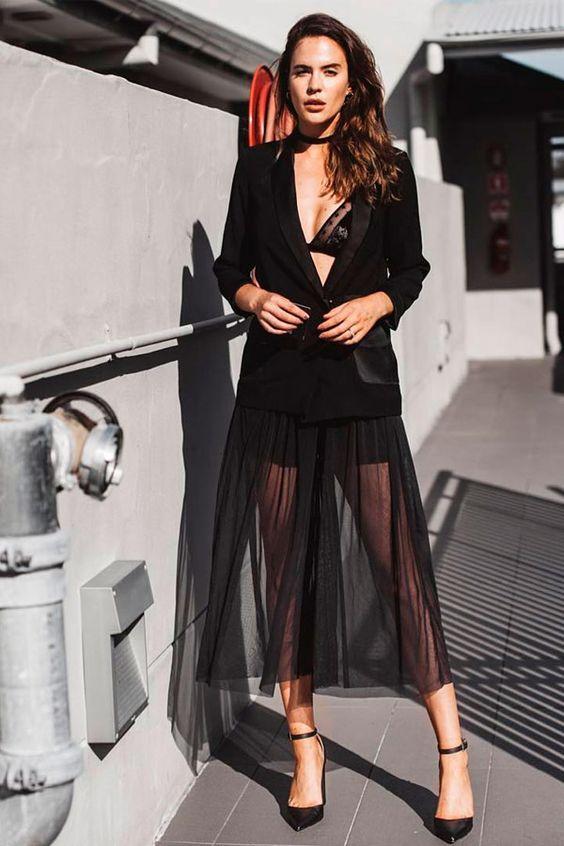 Lingerie + blazer para um look sexy e inusitado.