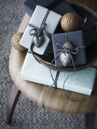 gift wrapping ideas: her in shades of grey, with yarn & pompoms & card pattern & stamps