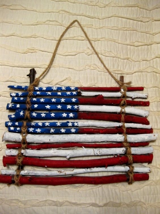 A flag made of sticks to hang on front door is a cute craft project for July 4th. #Patriotic #Flag #Decoration