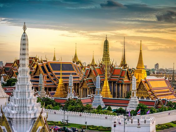 If you're considering going to Australia this fall or winter, break up those crazy long flights by booking on Thai Airways and taking a free layover in Bangkok. The airline's new limited-edition program only works on flights from Oz, but it's a great way to extend your trip.How to book It: Once you've booked your flights, fill out Thai Airways's online form for stopover passengers and give the company up to three business days to get in touch with you about arrangements.
