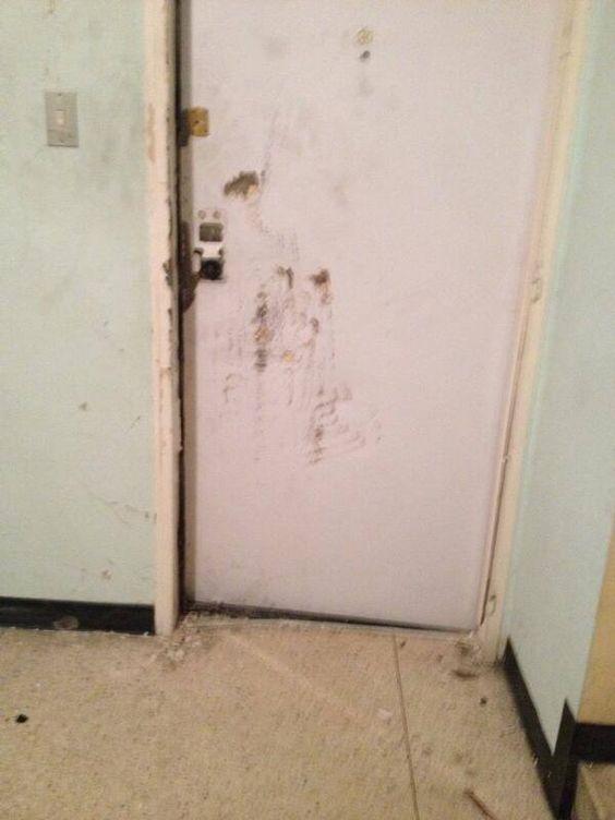 Marisol González Que abuso : Esta es la puerta del apartamento de la Periodista Mildre Manrique