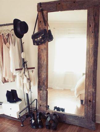 grote spiegel op de grond voor in de dressing: