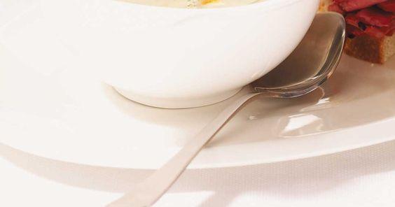Soupe aux cornichons à l'aneth