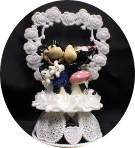 Cake Topper- minnie giving mickey kisses