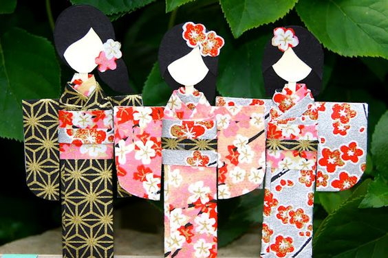 How to make a Japanese paper dolls