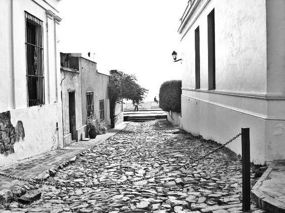 Las calles de mi pueblo http://www.encuentos.com/poesias/las-calles-de-mi-pueblo/