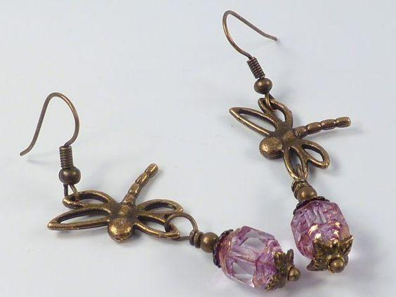 Verspielte vintage Ohrringe aus verkupferten, barocken tschechischen Glasschliffperlis (8x6mm). Durch das Kupfer Finish schillern die transparenten Gl