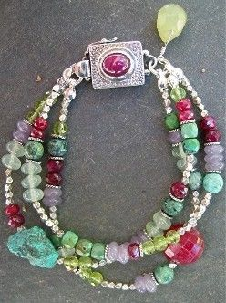 Bracelet with eye-catching bead and color combination.