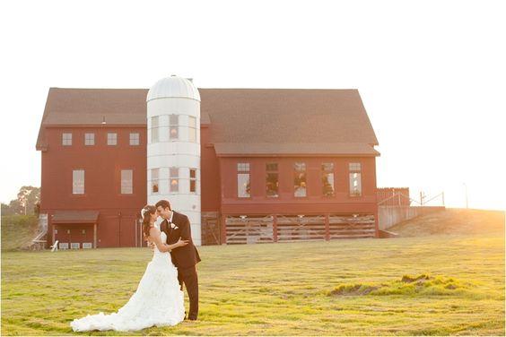 Gibbet Hill Barn Wedding - Deborah Zoe Photography Blog | The Barn at Gibbet Hill | Groton, MA #farmtofork #rusticwedding #barnwedding #newenglandwedding #grotonma #barnatgibbethill: