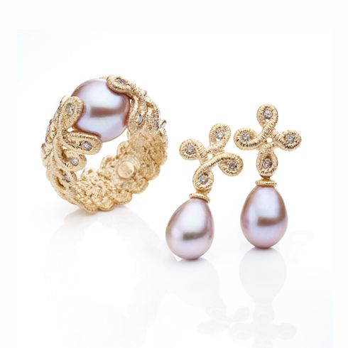 "Brigitte Adolph - ""Pique Dame"" ring and earrings set in rosé gold (750), cognac coloured diamonds, and natural-coloured purple pearls."