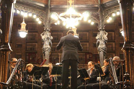 """""""Orchestra""""from Guadalajara.メキシコは音楽で溢れている。ハリスコ州の州都グアダラハラはテキーラと共にマリアッチと呼ばれるメキシコを代表する音楽の発祥の地でもある。道を歩いていても、食堂で食事をしていても、…"""