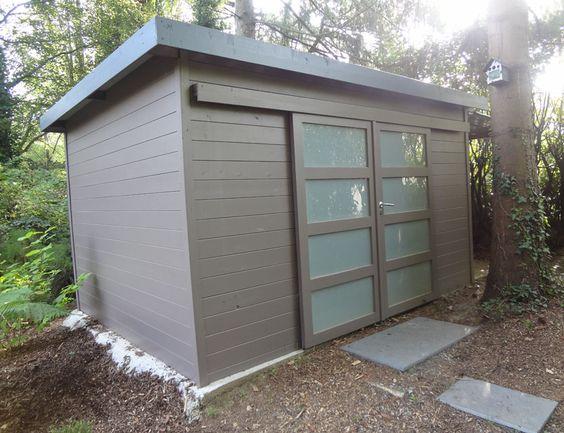 cabane de jardin pour les outils abris et garages de. Black Bedroom Furniture Sets. Home Design Ideas