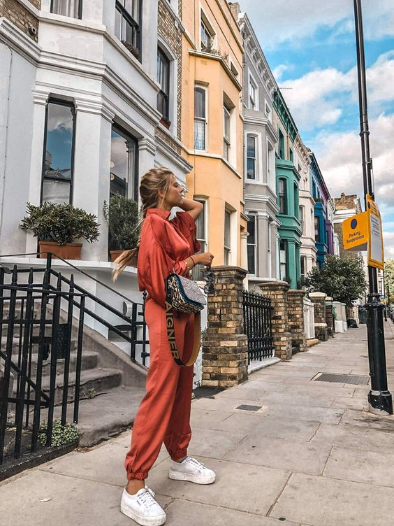 10 London Instagram Spots, Lancaster Road, Traffic People