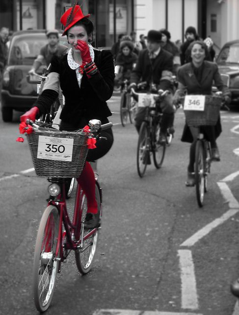 Lady in Red (The Rugby Ralph Lauren Tweed Run - London 2011) | por Paul @ Doverpast.co.uk