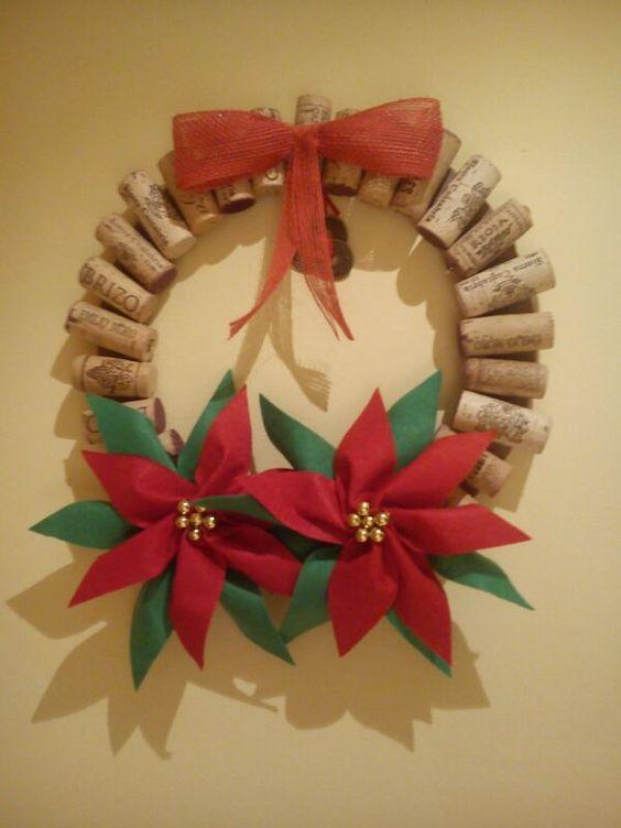 Decoracion navidad corona navide a con corchos flores de for Decoracion navidena
