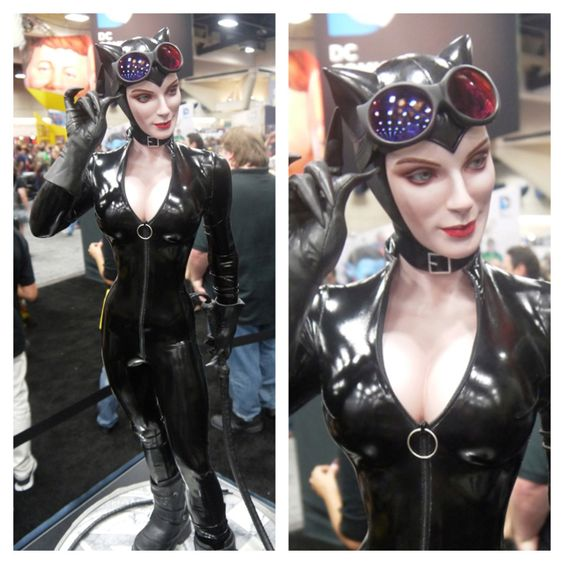 #SDCC pics from Twitter http://m.kotaku.com/5925353/im-in-love-with-the-sexiest-woman-at-san-diego-comic+con My favorite #catwoman design as a statue from Sideshow Collectibles.