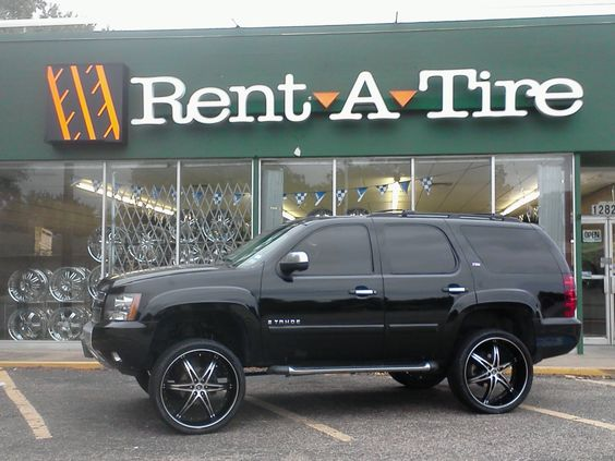 Lifted Tahoe on 26-inch 2 crave No. 16 with Duran 305/30/26