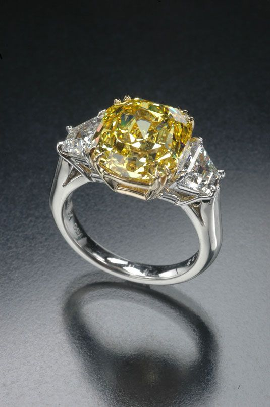 Yellow and white diamond ring. R. W. Wise Collection. (Photo © Jeffrey Scovil)