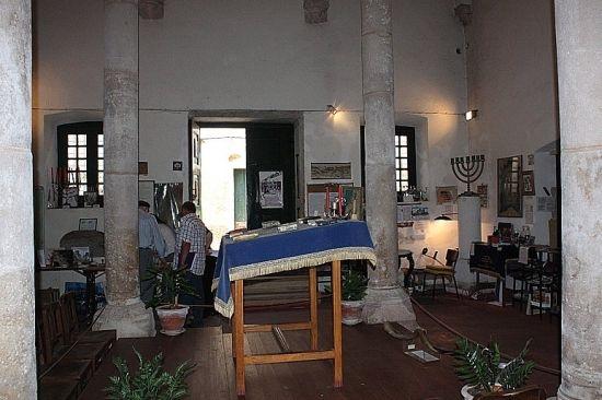 Construída entre 1430 e 1460 por ordem do Infante D. Henrique, a sinagoga de Tomar testemunha a importância que a comunidade judaica terá ti...