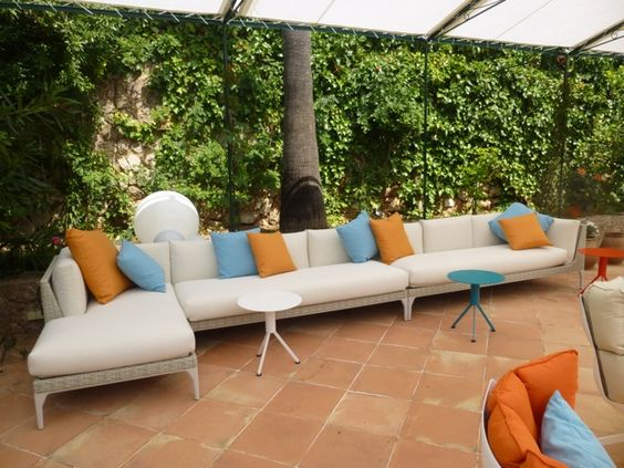 neu auf der dachterrasse sofakombination mu von dedon beistelltisch husk von b b hotel can. Black Bedroom Furniture Sets. Home Design Ideas