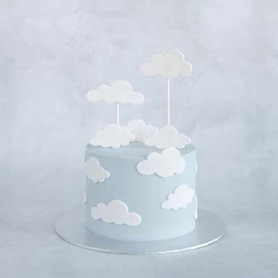 "Phyllis' Baking Lab on Instagram: ""On cloud nine ☁️☁️☁️ · 5"" cloud cake - honey · #phyllisbakinglab"""