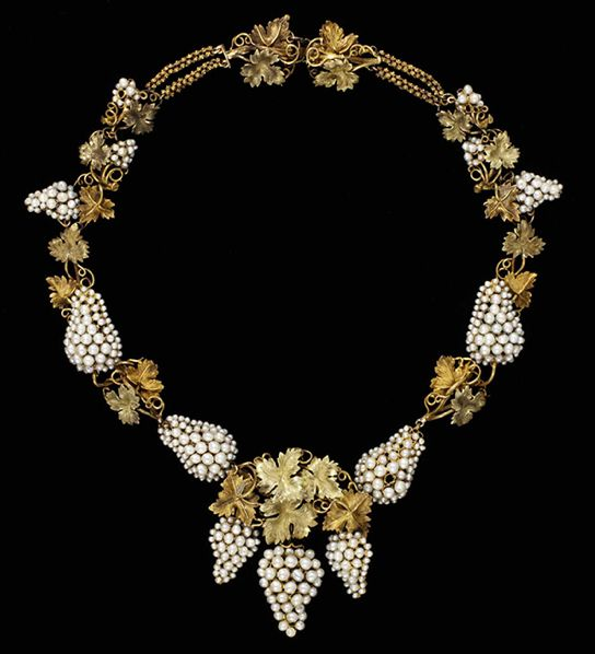 Necklace Natural pearls set in coloured gold, probably England circa 1850: