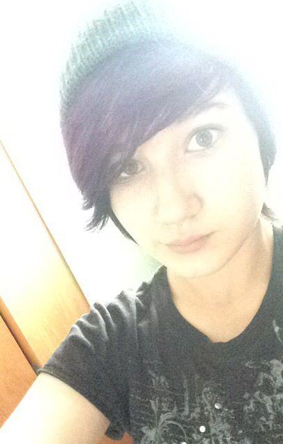 No makeup >.<