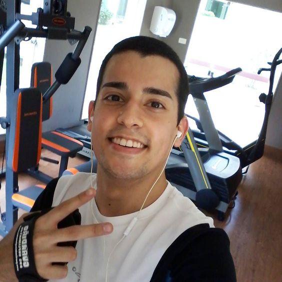 Poder cantar alto na academia não tem preço hahaha I can finally sing out loud at the gym hahaha just priceless!   #diariodeumfrango #gym #recife #rec #crewlife #vidadetripulante #crewfie #cabincrew #crewmember #crewmembers #layover #pernoite #comissariodebordo #comissariodevoo #flightattendant #avgeek #brasil #brazil #bresil by andrade.fabio